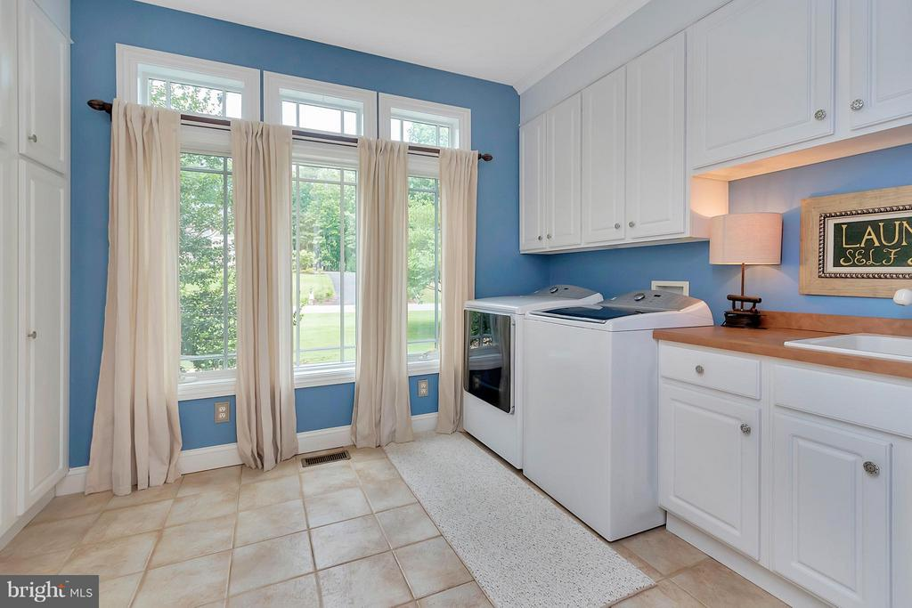 Exceptional Laundry Rm with Chute from 2nd Lvl - 11403 LITTLE BAY HARBOR WAY, SPOTSYLVANIA