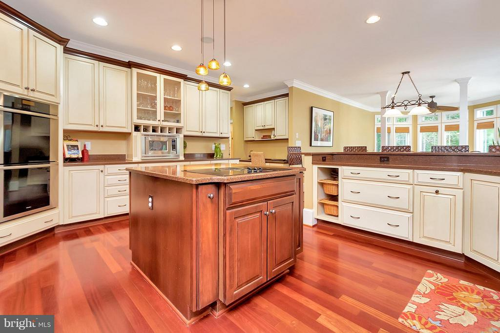 Roomy Gourmet Kitchen perfectly Open for Engaging - 11403 LITTLE BAY HARBOR WAY, SPOTSYLVANIA