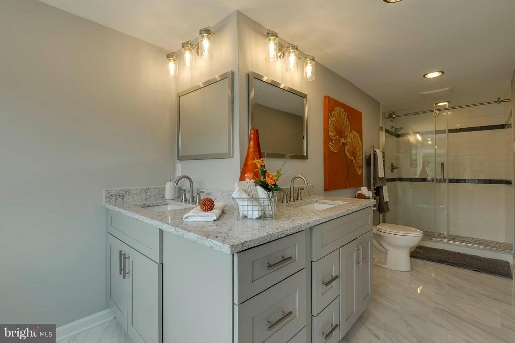 Bath (Master) - 2708 CALKINS RD, HERNDON