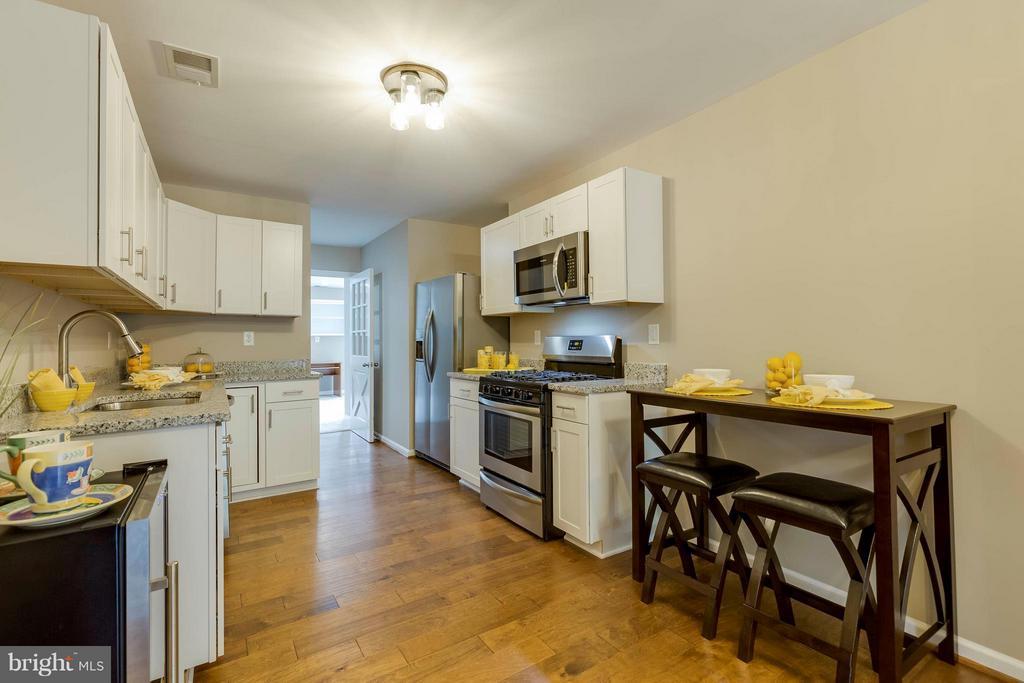 2nd kitchen - in-law suite - 2708 CALKINS RD, HERNDON