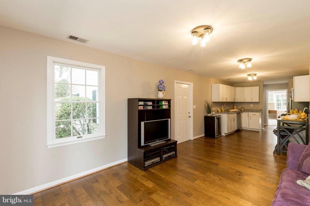 Living area - In-law suite - 2708 CALKINS RD, HERNDON