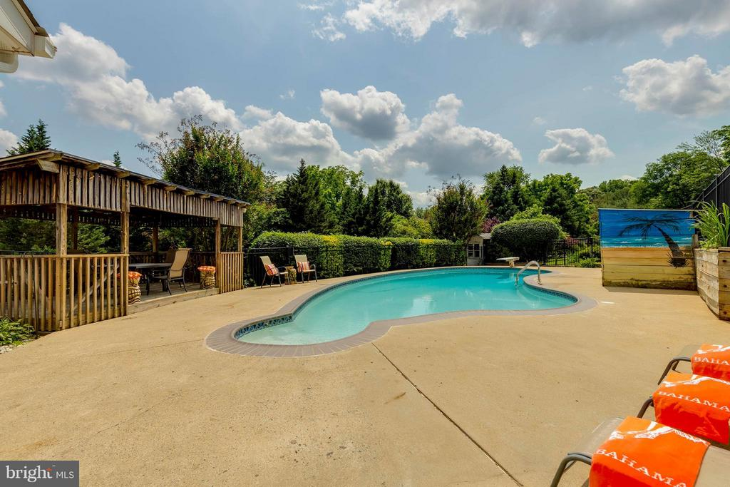 View from back of home - 2708 CALKINS RD, HERNDON
