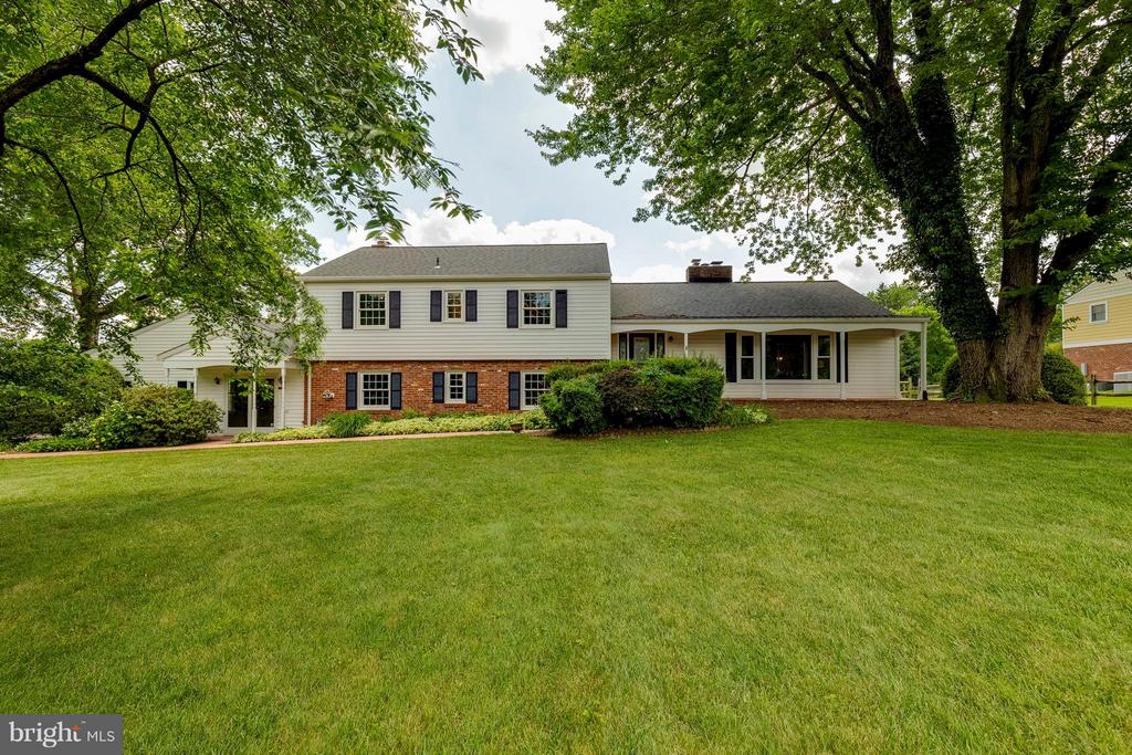 View of front yard - 2708 CALKINS RD, HERNDON