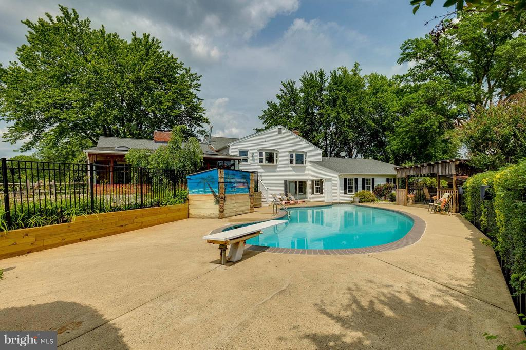 View of back of home and pool - 2708 CALKINS RD, HERNDON
