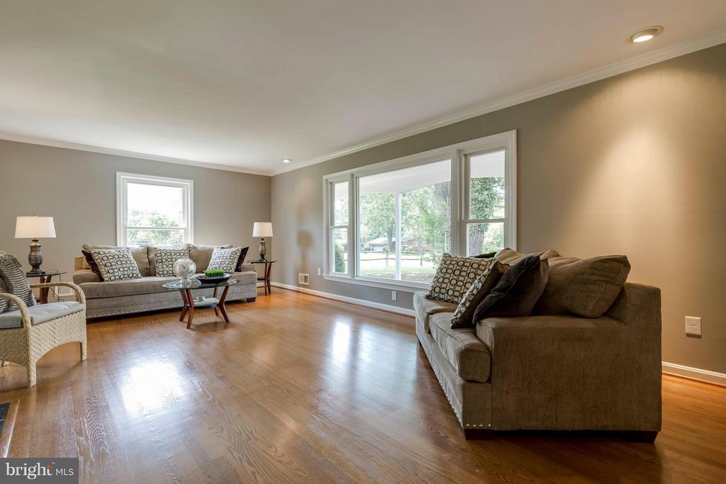 Light and bright - 2708 CALKINS RD, HERNDON