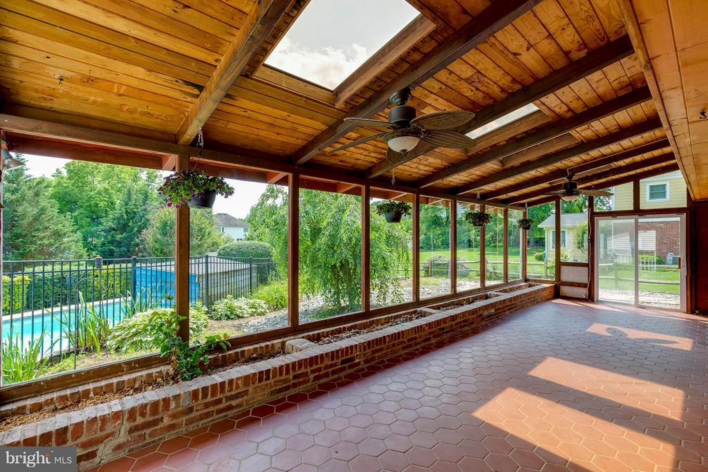 Sunroom off kitchen and dining room - 2708 CALKINS RD, HERNDON