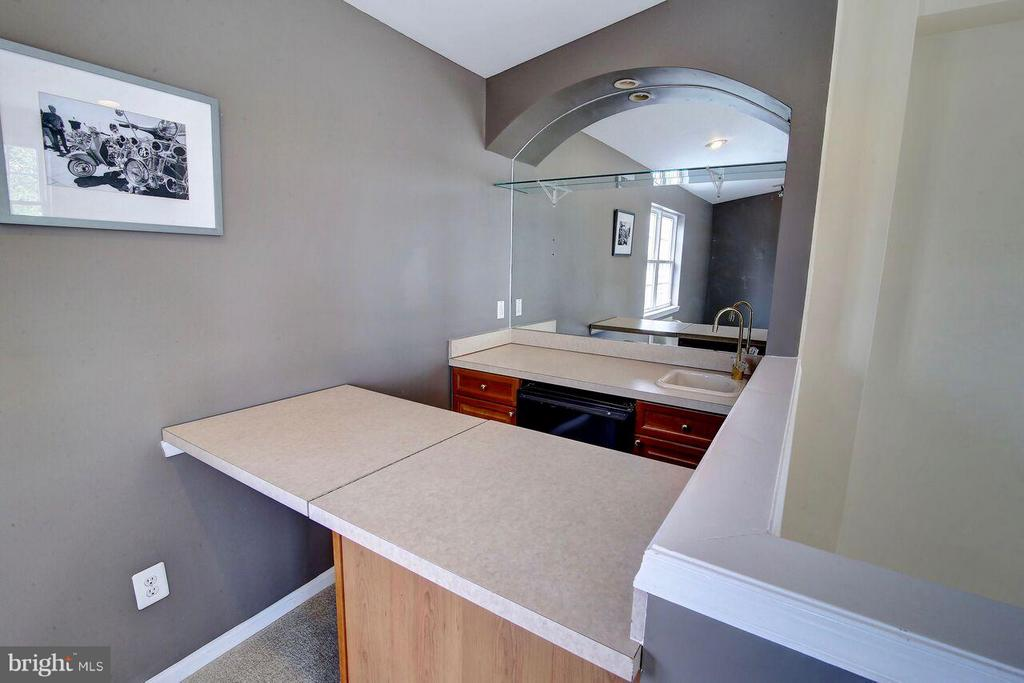 4th floor Loft - small wet bar - 12070 KINSLEY PL, RESTON