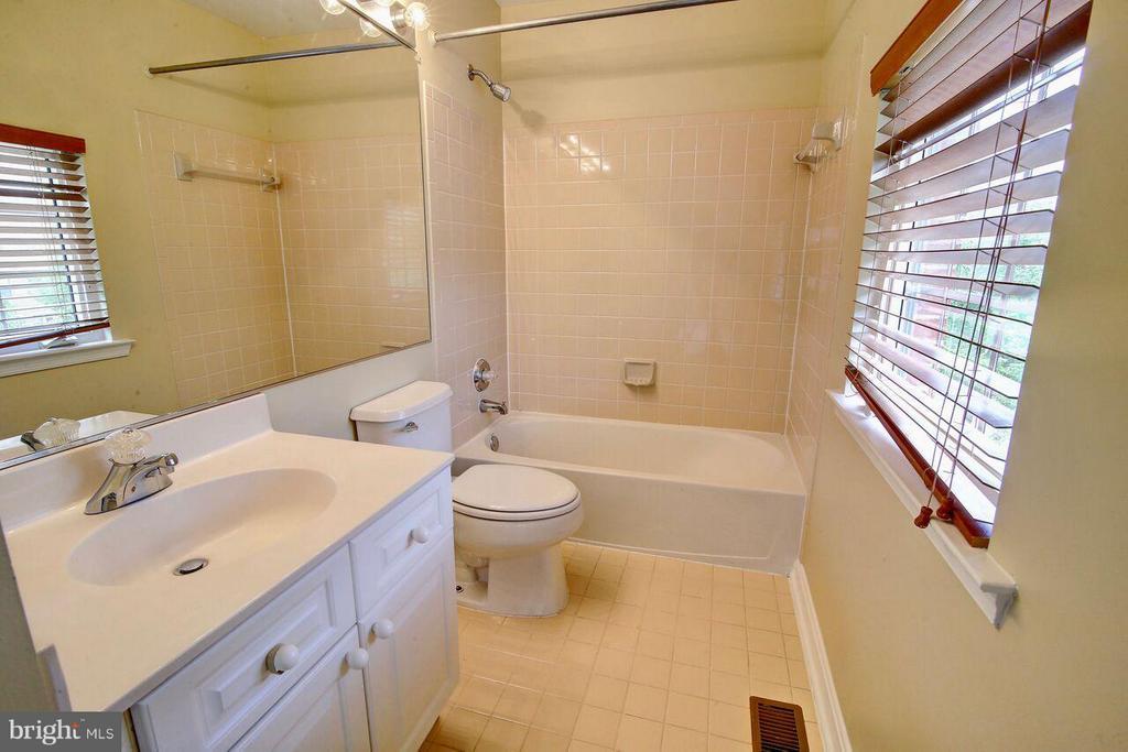 2nd full Bath - 12070 KINSLEY PL, RESTON