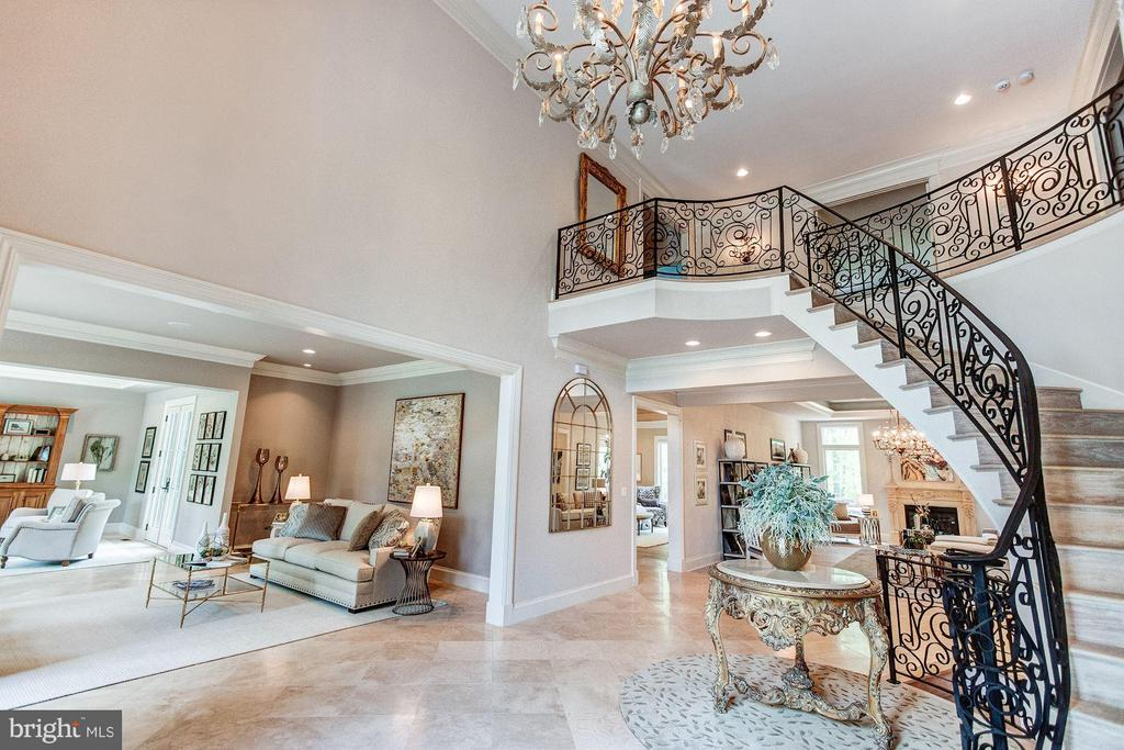 Entry Hall - 952 TOWLSTON RD, MCLEAN