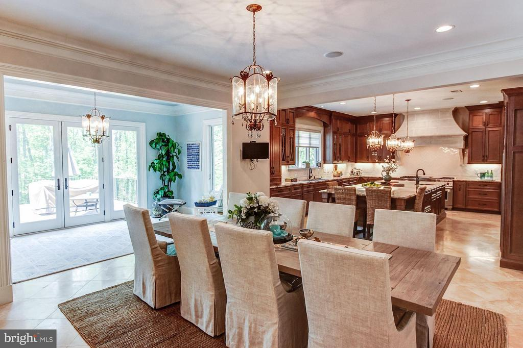 Breakfast Room & Kitchen - 952 TOWLSTON RD, MCLEAN