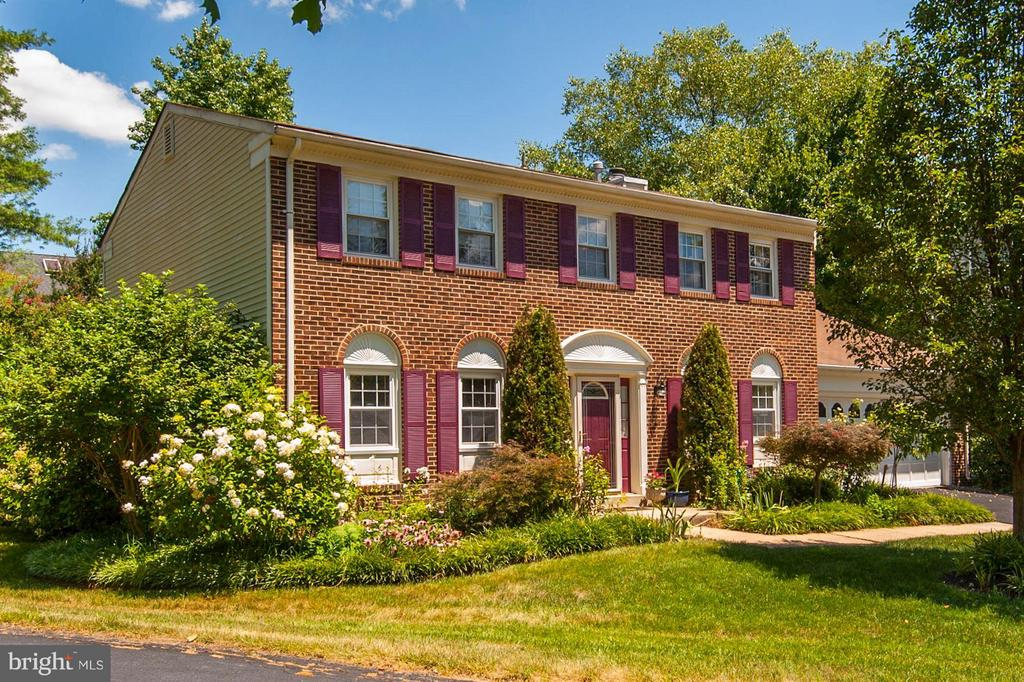 Brick Front Colonial with 2-Car Garage - 5308 MARINERS MILL CT, ALEXANDRIA