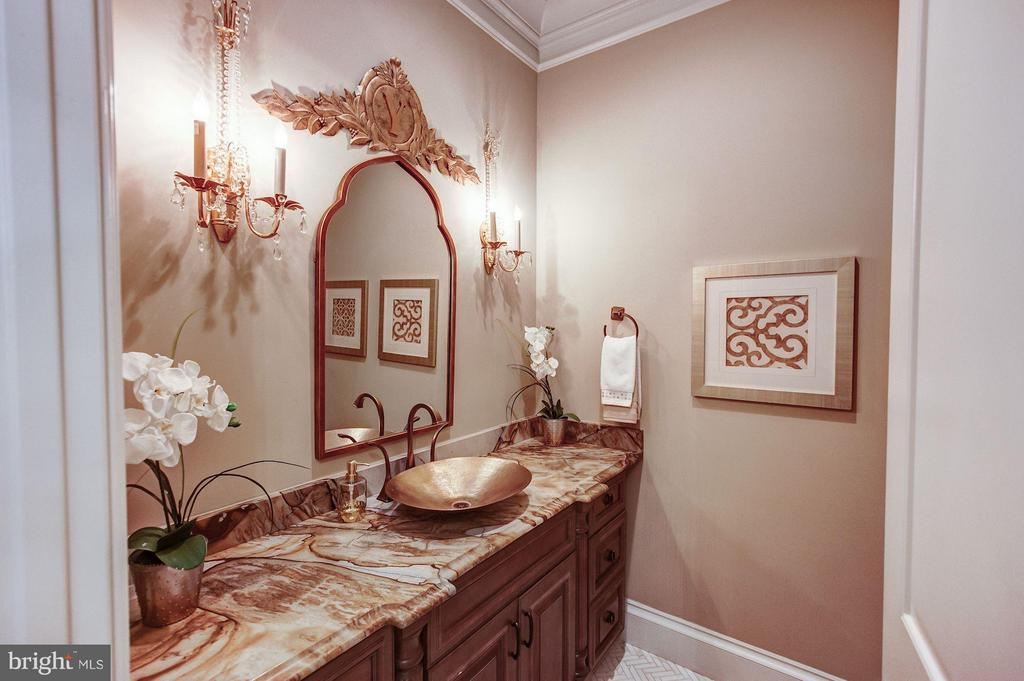 Main Level Powder Room - 952 TOWLSTON RD, MCLEAN