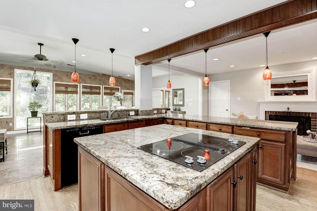 Kitchen - 5308 MARINERS MILL CT, ALEXANDRIA