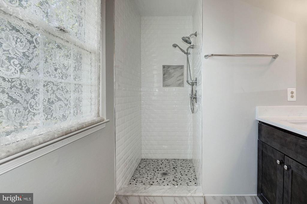 Bath (Master) - 5308 MARINERS MILL CT, ALEXANDRIA
