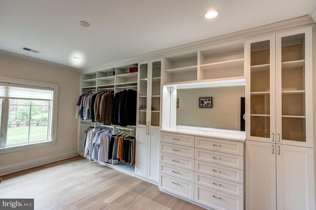 Owner's Closet 2 - 952 TOWLSTON RD, MCLEAN