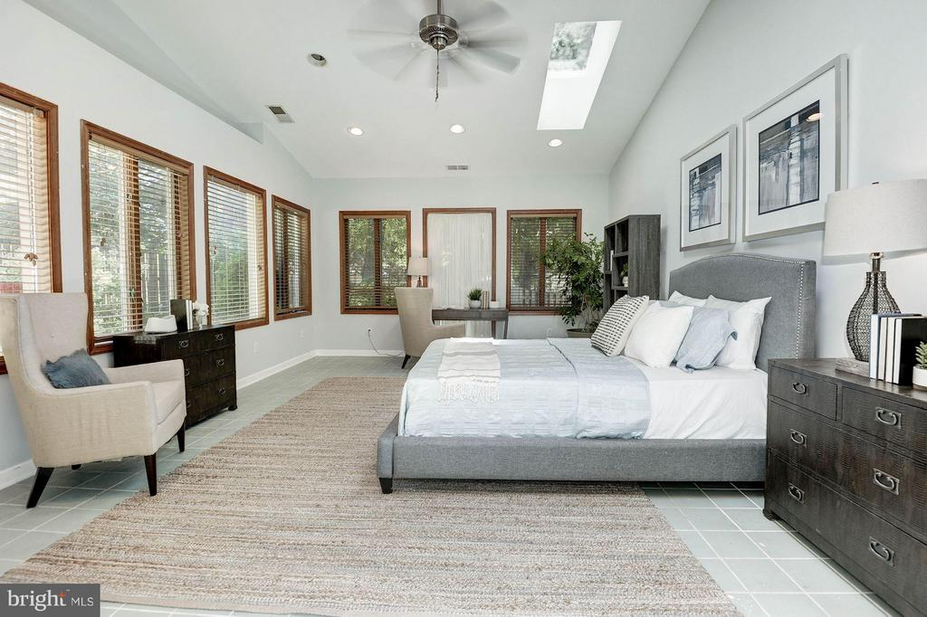 Flex Room - Used as a bedroom on the main level - 5308 MARINERS MILL CT, ALEXANDRIA