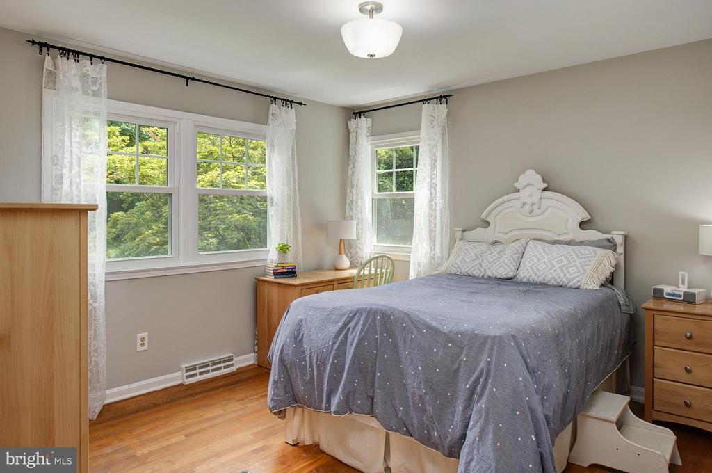 Bright Rooms - 11920 RICHLAND LN, HERNDON