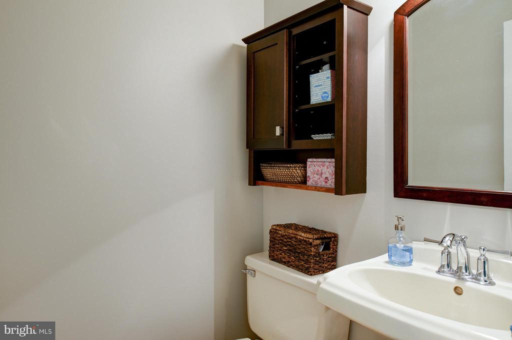 Main Level Powder Room - 11920 RICHLAND LN, HERNDON