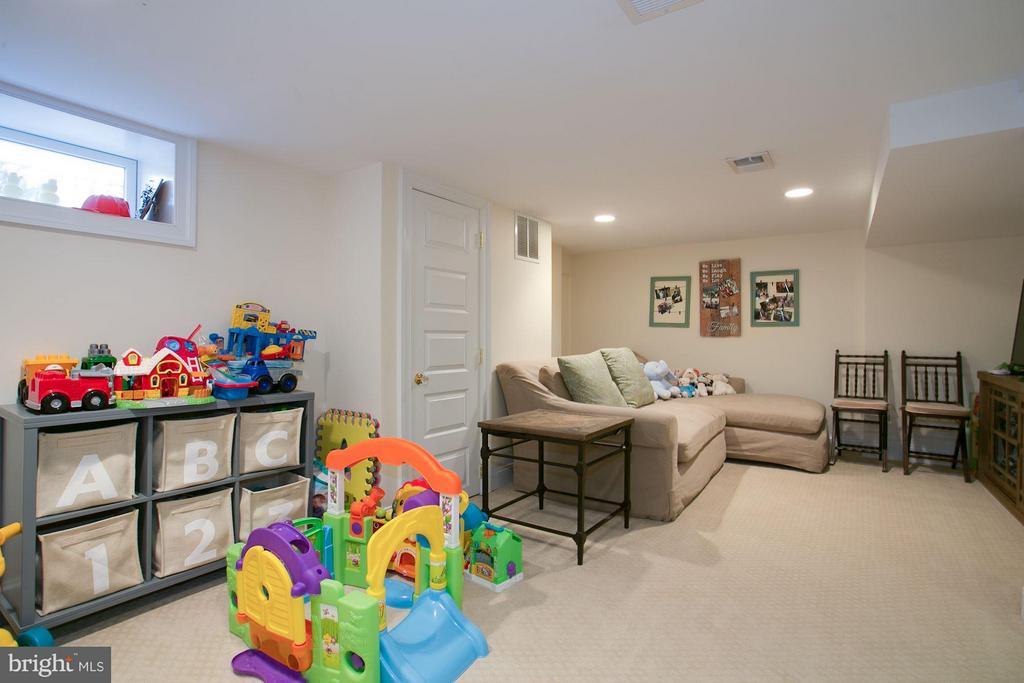 Family Room - 606 HUDSON ST N, ARLINGTON