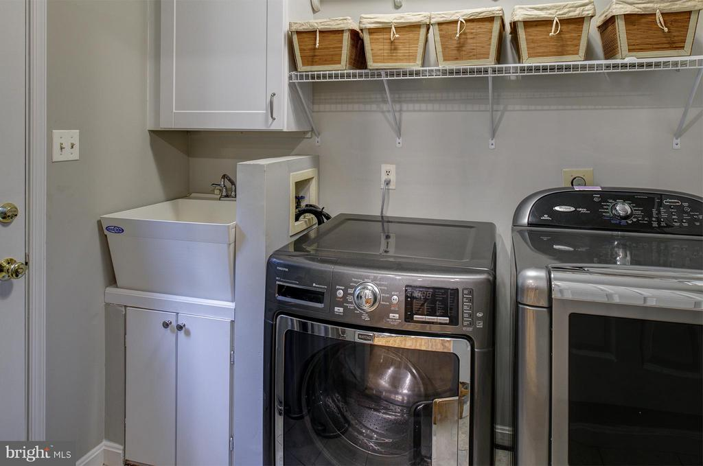 Laundry on Kitchen Level - 11920 RICHLAND LN, HERNDON