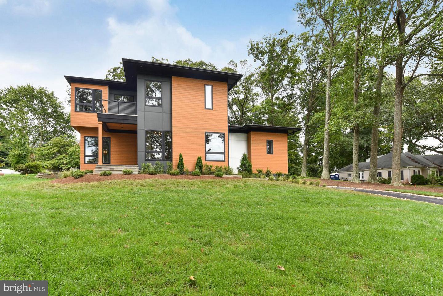 Single Family Home for Sale at 1281 Serenity Woods Lane 1281 Serenity Woods Lane Vienna, Virginia 22182 United States