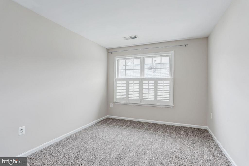 Bedroom #3 - 710 VESTAL ST, WOODBRIDGE