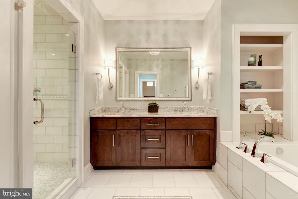 Gorgeous Bath with Double Vanity & Soaking Tub - 4117 18TH ST N, ARLINGTON