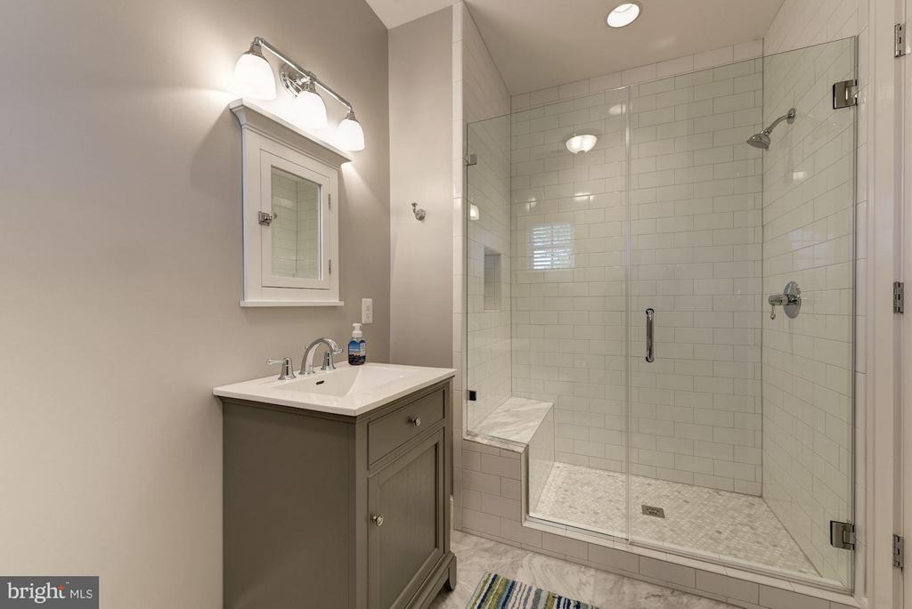 Ensuite Bath - 4117 18TH ST N, ARLINGTON