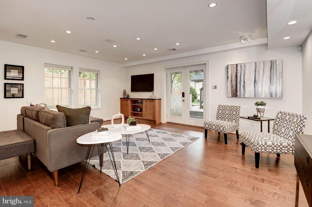 Attractive Recreation Room with walkout - 219 MASON AVE, ALEXANDRIA