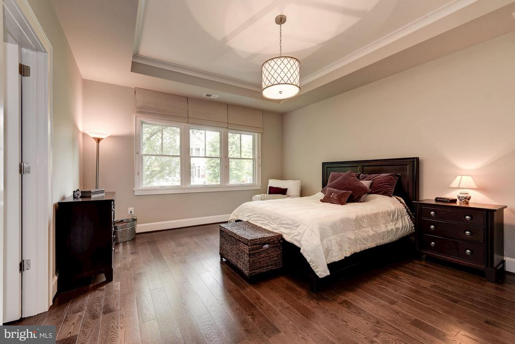 Beautiful Master Bedroom - 4117 18TH ST N, ARLINGTON