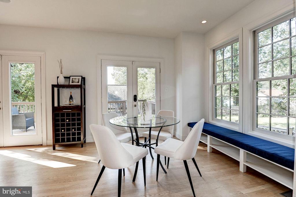 Bright and Sunny Breakfast Room - 219 MASON AVE, ALEXANDRIA