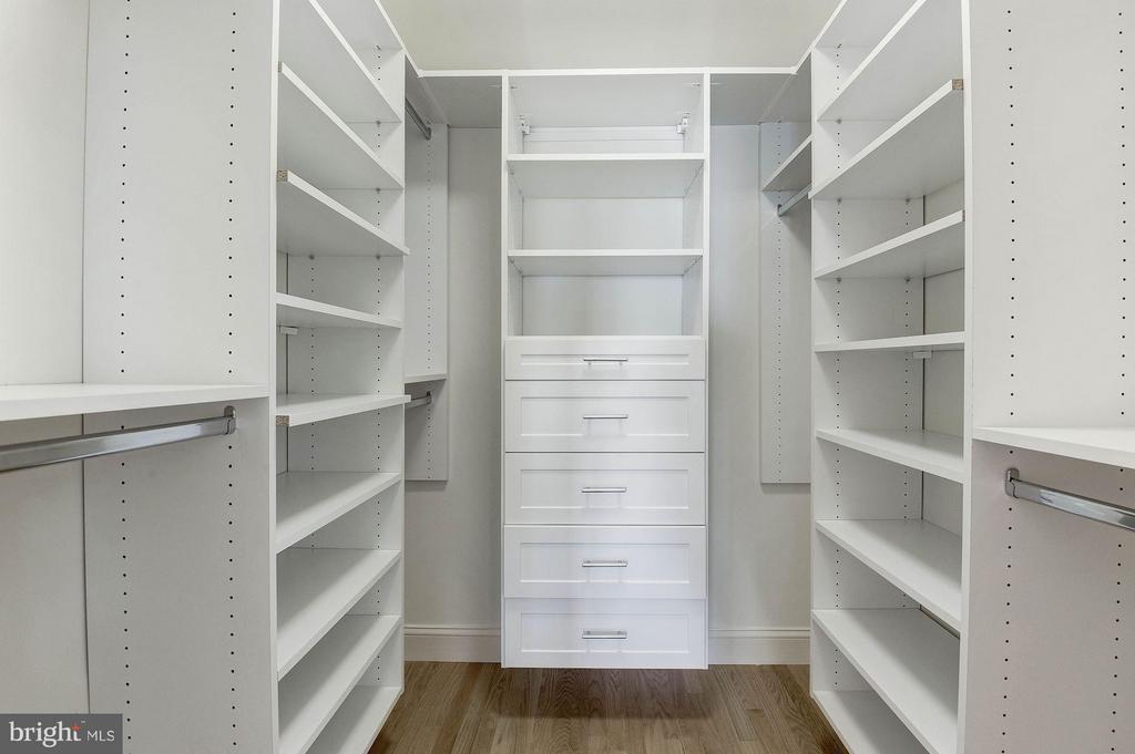 Master Bedroom w/California Closets - 219 MASON AVE, ALEXANDRIA