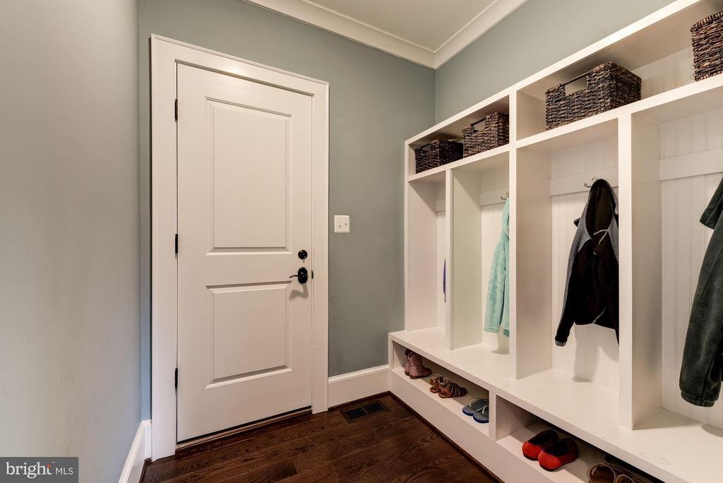 MudRoom Off Garage - 4117 18TH ST N, ARLINGTON