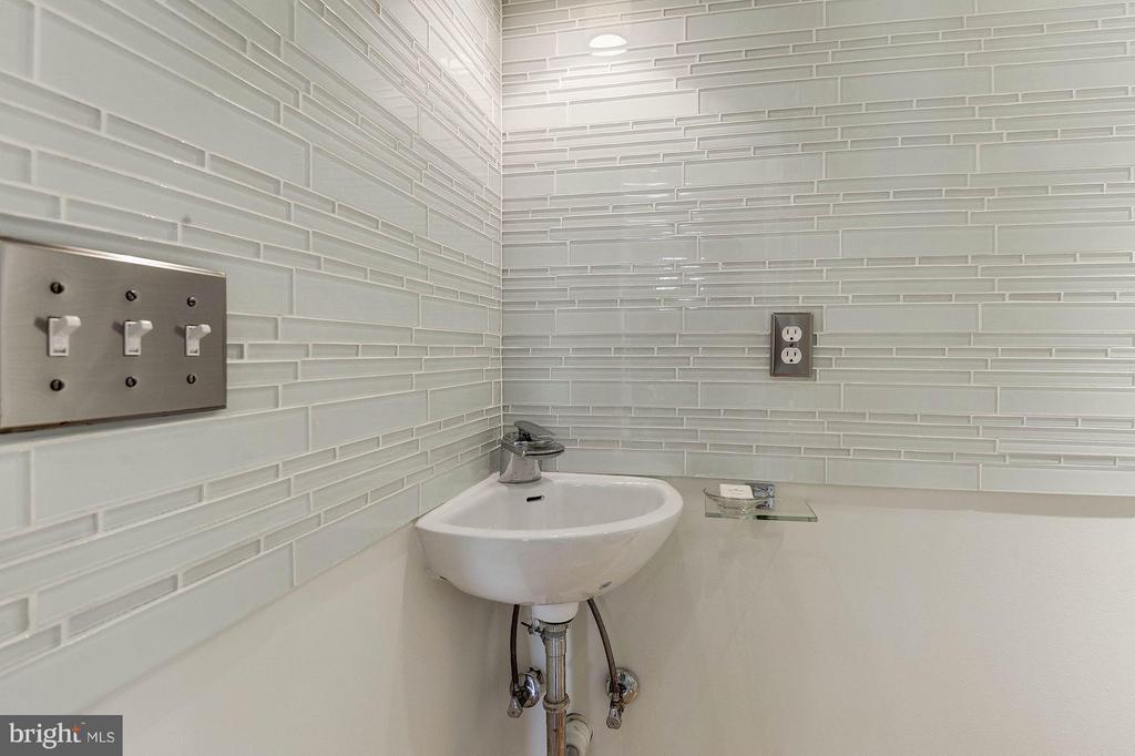Powder Room on Main Level - 219 MASON AVE, ALEXANDRIA