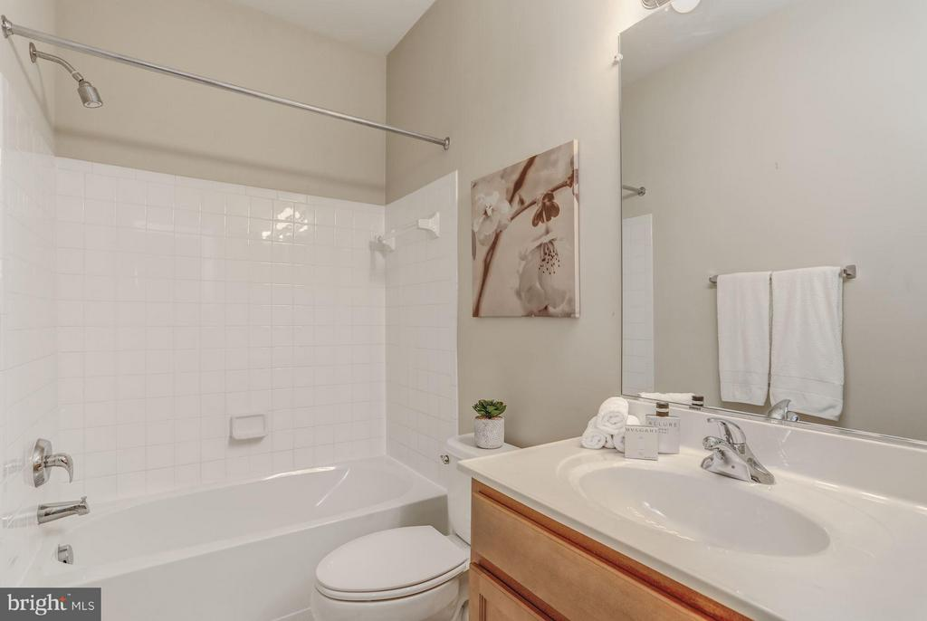Bath #3 - 710 VESTAL ST, WOODBRIDGE