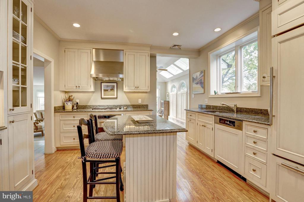 Kitchen - 3328 RUNNYMEDE PL NW, WASHINGTON