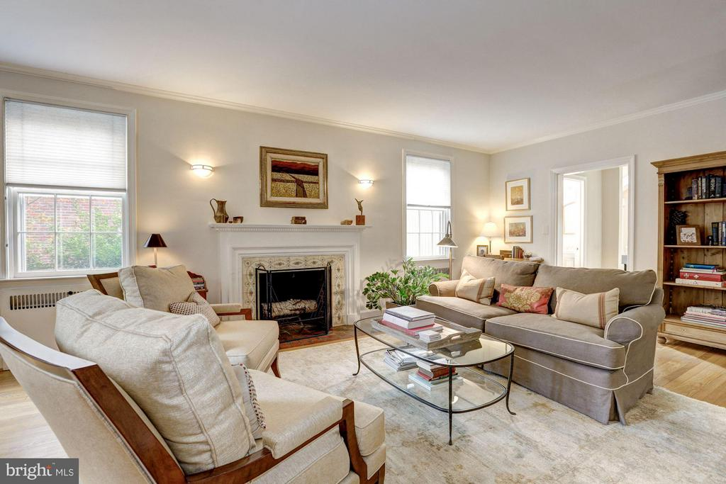 Living Room - 3328 RUNNYMEDE PL NW, WASHINGTON