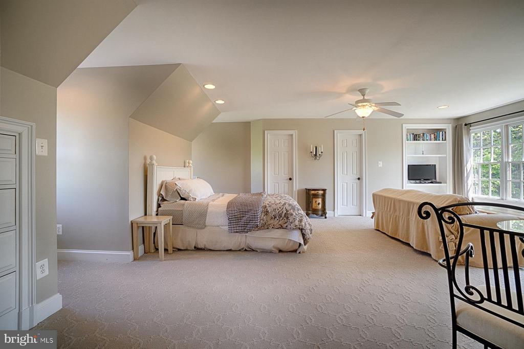Bedroom over detached garage - 17094 SILVER CHARM PL, LEESBURG