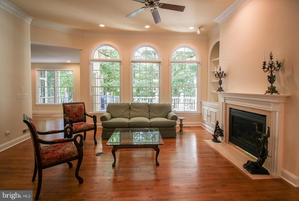 Spacious Family Room, Palladium Windows - 11510 HENEGAN PL, SPOTSYLVANIA
