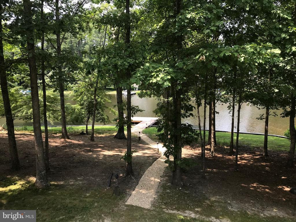 Gently sloped gravel walkway to dock - 11510 HENEGAN PL, SPOTSYLVANIA