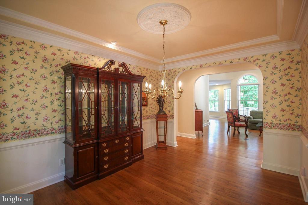 Dining Room has Chair Rail & Crown molding - 11510 HENEGAN PL, SPOTSYLVANIA