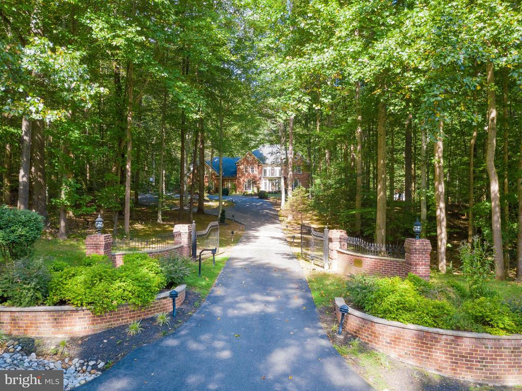 Gated Entry & Private Drive - 11102 DEVEREUX STATION LN, FAIRFAX STATION