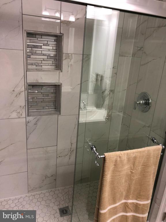 Bath (Master) - 1410 CALIFORNIA ST, WOODBRIDGE