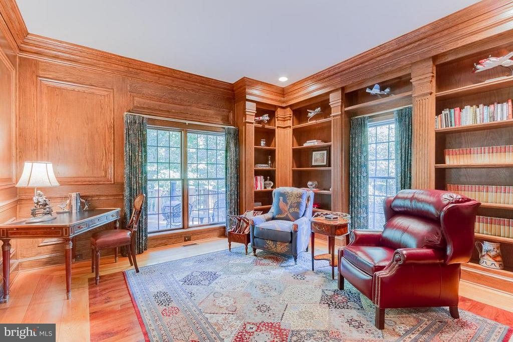 Gorgeous wood panelled office/library. - 11102 DEVEREUX STATION LN, FAIRFAX STATION