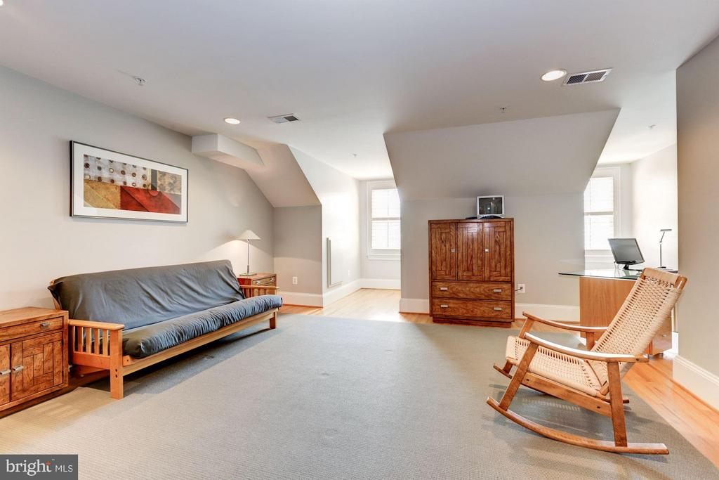 Loft/Bedroom, Fourth Floor - 5005 CEDAR CROFT DR, BETHESDA