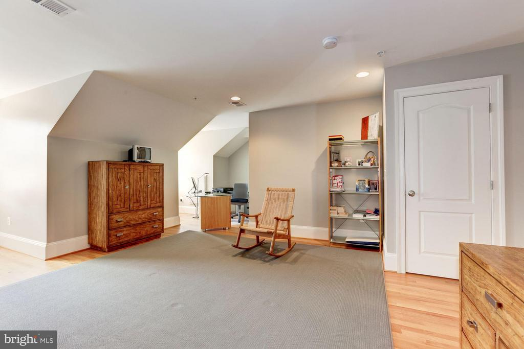Loft/ Bedroom, Fourth Floor - 5005 CEDAR CROFT DR, BETHESDA