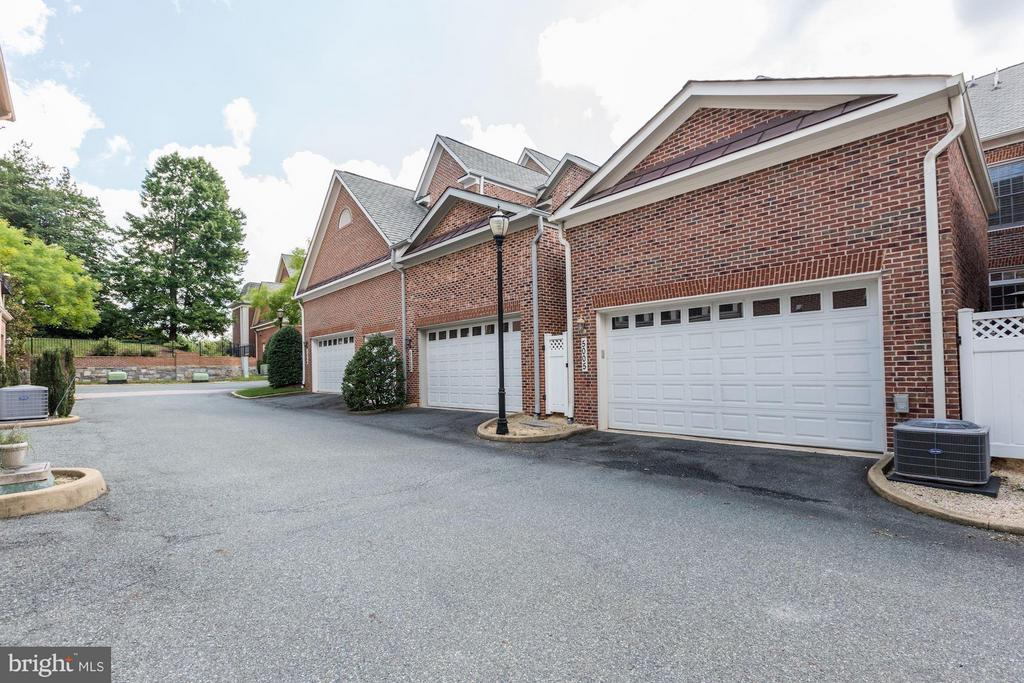 2 Car Garage - 5005 CEDAR CROFT DR, BETHESDA