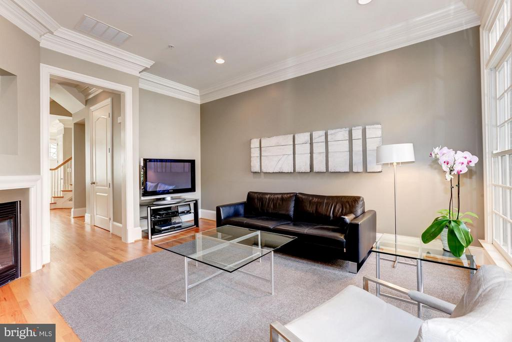 Family Room - 5005 CEDAR CROFT DR, BETHESDA