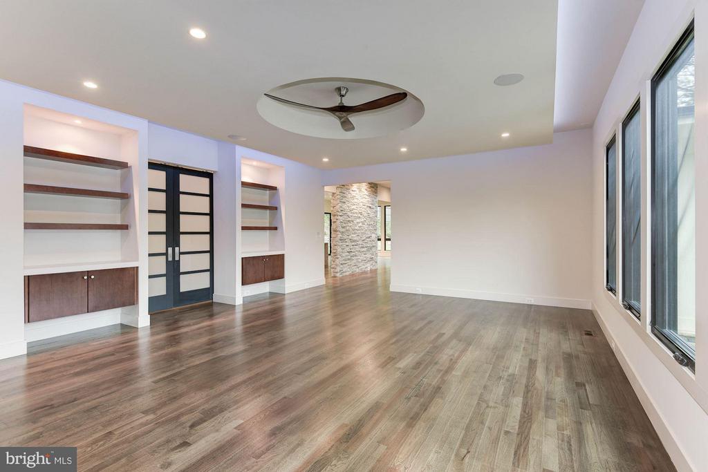 Family Room- w/ 2 Sliding Modern style Barn doors - 3546 UTAH ST N, ARLINGTON