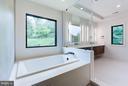 Bath (Master) - 3546 UTAH ST N, ARLINGTON